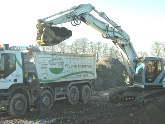 Attività di scavo per bonifica terreni contaminati - zona Nosedo - Milano
