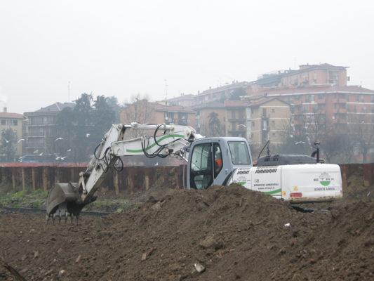 Scavi in cantiere per bonifica terreni contaminati - Milano Nosedo