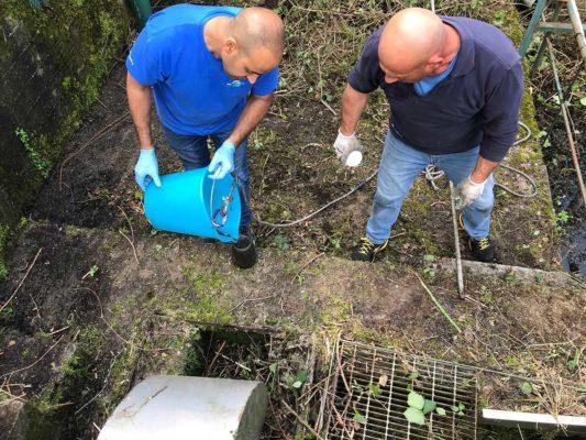 Prelievo campioni acqua per verifica ambientale presso impianto depuratore - Besana Brianza - Monza Brianza