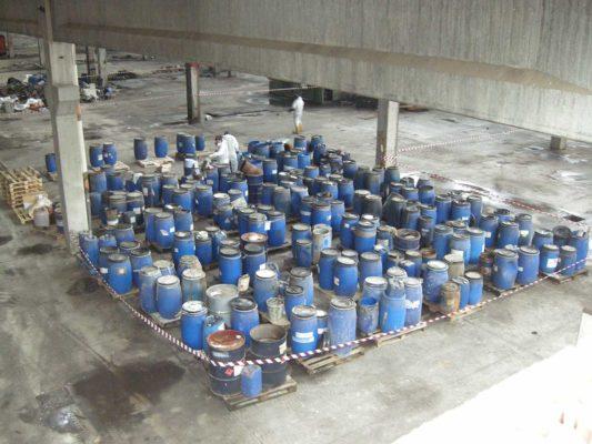 Rimozione e smaltimento di rifiuti industriali - bonifica ex stabilimento Tintotex - Parabiago - Milano