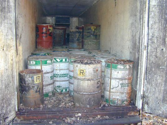 Rimozione e smaltimento di fusti contenenti rifiuti chimici industriali - Marnate - Varese