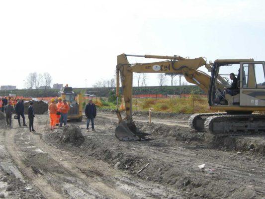 Attività di scavo per valutazione ambientale presso discarica abusiva - Afragola - Napoli
