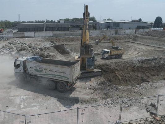 Monitoraggio con drone durante le attività di scavo per bonifica terreni in area industriale ex Tintotex - Parabiago - Milano
