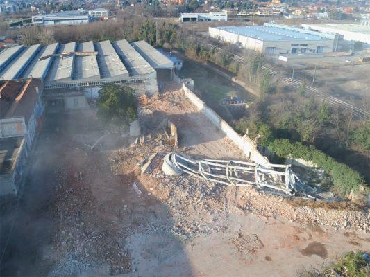 Fotografie aeree con drone dopo demolizione torre piezometrica area industriale ex Tintotex - Parabiago - Milano