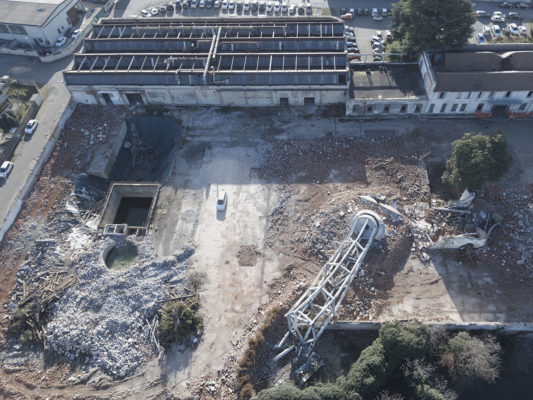Foto aeree con drone dopo intervento di demolizione torre piezometrica - bonifica area ex Tintotex - Parabiago - Milano