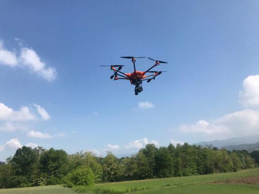 Drone in volo per raccolta fotografie aeree indagini ambientali - Besana Brianza - Monza Brianza